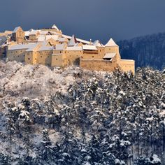 Discover the Beauty and Mystery of Romania's Castles: Rasnov Castle