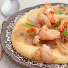 Shrimp and Grits from @NevrEnoughThyme http://www.lanascooking.com/2011/01/04/shrimp-and-grits/ #southern #shrimp #grits