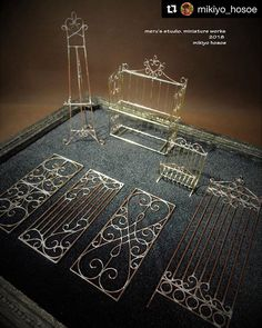 These are samples from a workshop, unpainted to show the flow of the solder (I'm translating from the original caption). Such amazing work. Vitrine Miniature, Miniature Rooms, Miniature Crafts, Miniature Houses, Miniature Furniture, Doll Furniture, Dollhouse Furniture, Dollhouse Tutorials, Diy Dollhouse