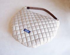 Canvastaschen - Große Hobo-Tasche gesteppt beige Einkaufstasche - ein Designerstück von Noemi-Imola-Barta bei DaWanda