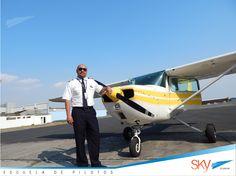 Hoy nuestro compañero Cap. Esteban Crausaz se chequeo satisfactoriamente como instructor de vuelo. Felicitaciones!!