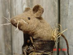 Sweetpeas Primitives: cute mouse in a child's shoe.