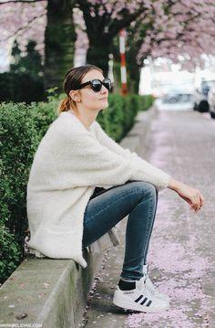 Sweater & sneakers