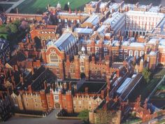 View from air of the Hampton Court Palace - I think I could get lost here!