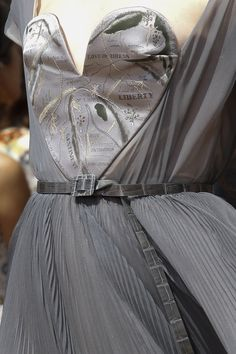 See detail photos for Christian Dior Fall 2017 Couture collection.