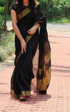 New Look Black Color Soft Silk Designer Saree – Beautiful Saree Silk Saree Blouse Designs, Saree Blouse Patterns, Designer Blouse Patterns, Lehenga Blouse, Kerala Saree, Indian Sarees, Bengali Saree, Churidar, Anarkali