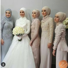 Hijab styling on these 5 beauties yesterday! More photos will be posted soon. X Brides dress: The rest of the ladies are dressed by: by veiledbyzara. They are all gorgeous! Muslimah Wedding Dress, Muslim Brides, Pakistani Wedding Dresses, Modest Wedding Dresses, Bridesmaid Dresses, Wedding Bridesmaids, Bridal Hijab, Hijab Bride, Wedding Hijab