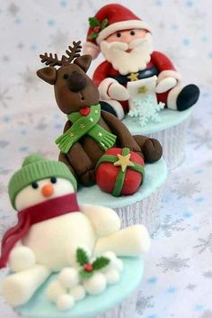 @Kaitlin Van Veen I think you should make these since you are the cupcake expert~  Christmas cupcakes