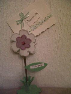 Marca sitio o porta mensajes en forma de flor realizado en foami.
