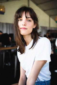 CharlotteCardin_Firefly2018_the405_JuliaDrummond-2 Pelo Vintage, Jane Birkin, Pretty Photos, Portraits, Vintage Hairstyles, Music Is Life, Bangs, Face Makeup, Short Hair Styles