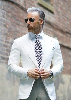 White Blazer Outfits, Italian Mens Fashion, Mens Tailored Suits, Style Costume Homme, Mens Fashion Suits, Mens Suits Style, Older Mens Fashion, Dress Suits For Men, Mode Costume