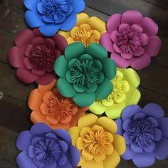 Paper flowers diy - Best 12 Page 454722893621882519 SkillOfKing Com Diy Crafts Paper Flowers, Paper Flower Art, Large Paper Flowers, Paper Flower Tutorial, Paper Flower Backdrop, Flower Crafts, Diy Flowers, Diy And Crafts, Paper Crafts