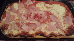 Pizza homemade margherita e prosciutto cotto