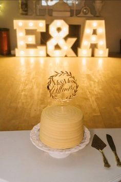 #goldmirror #goldcaketopper #wreathcaketopper #papermoonza #lasercut #lasercutcaketopper #gold #mrandmrs Cake Toppers, Desserts, Food, Tailgate Desserts, Deserts, Eten, Postres, Dessert, Meals
