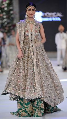 48 New Ideas For Indian Bridal Dress Gowns Pakistani Wedding Dresses, Pakistani Outfits, Indian Dresses, Indian Outfits, Trajes Pakistani, Elan Bridal, Walima Dress, Bridal Outfits, Indian Bridal