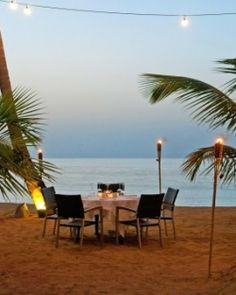 #JSBeachDining The two on-site restaurants include a beach grill for lunch and the Bistro for fresh seafood. #Jetsetter