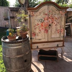 How To Apply Furniture Transfers Rub On Method Chalk Paint Furniture, Hand Painted Furniture, Repurposed Furniture, Furniture Projects, Custom Furniture, Furniture Makeover, Vintage Furniture, Cool Furniture, Interiores Shabby Chic