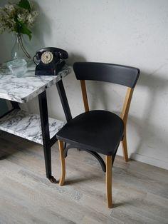 Chaise bistrot estampillée LUTERMA des années 50-60 pour adulte. Le dossier et l'assise ont été rénovés et peints couleur noir mat puis vernis. Les autres parties bois ont été poncées et vernis. Cette chaise a l'élégance de toutes ces belles productions...