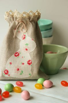 Sewing Easter decorations - make beautiful figures for a feast, Beautiful Figure, Felt Ornaments, Easter Crafts, Easter Bunny, Reusable Tote Bags, Inspiration, Deco Table, Sewing Ideas, Holiday Ideas