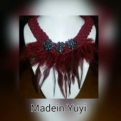 Collares plumas  Android  https://play.google.com/store/apps/details?id=com.roidapp.photogrid  iPhone  https://itunes.apple.com/us/app/photo-grid-collage-maker/id543577420?mt=8