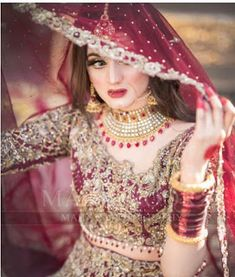 Awesome New Bridal Photoshoot of Hira Mani Bridal Mehndi Dresses, Pakistani Bridal Makeup, Asian Bridal Dresses, Pakistani Wedding Outfits, Indian Bridal Outfits, Bridal Dress Design, Pakistani Wedding Dresses, Bridal Lehenga, Tattoo Mama
