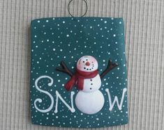 Unique polymer clay designs by Patti Umlauf by JessiesCornerClay Cute Snowman, Snowman Ornaments, Diy Christmas Ornaments, Snowmen, Christmas Decor, Christmas Ideas, Biscuit, Polymer Clay Christmas, Clay Design