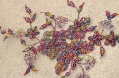 Cezbedici boncuklu kumaş modelleri ve trend desenler işlemeli boncuklu kumaşlar Kaptan kumaş mağazaları raf ve reyonlarında beğeninize sunulmaktadır. 4447578