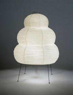 ISAMU NOGUCHI, Akari 25N, table lamp, c.1951. Material washi paper, bamboo and metal. © The Isamu Noguchi Foundation and Garden Museum. / Artsy