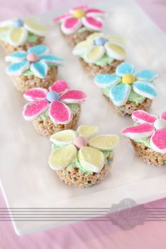cupcakes with marshmallow flowers