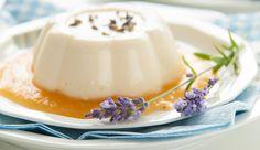 Deze perfecte lavendel panna cotta van Carolines Blogis zo adembenemend mooi, dat we 'm wel moesten…