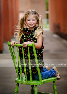 kids chair pose, love this green chair
