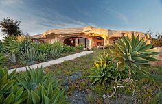Unique Flintstones Style Malibu Retreat Home Exterior With Stone Wall Decor And Green Landscaping Design Ideas For Home Inspiration Unique Homes For Sale, Unusual Homes, Flintstone House, Fred Flintstone, Photo D'architecture, Architecture Design, Crazy Houses, Weird Houses, Retreat House