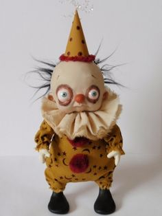 Creepy Clown Doll by Denise Bledsoe Creepy Toys, Creepy Clown, Creepy Cute, Clay Dolls, Art Dolls, Doll Toys, Pierrot Clown, Cute Clown, Arte Obscura