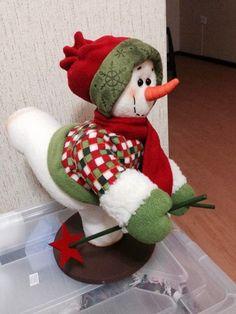 🖐Toca la imagen y aprende Hacer Muñeco de Nieve patinador con moldes paso a paso curso gratis 🖐🖐 Christmas Art, Christmas Stockings, Christmas Decorations, Christmas Ornaments, Holiday Decor, Manta Polar, Felt Fabric, Elf On The Shelf, Yoshi