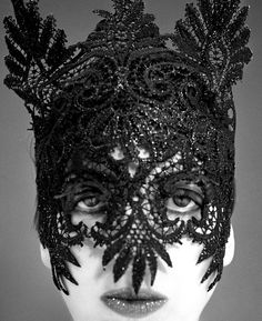 Isabella Blow, 1992 Photographer: Phil Poynter. Lacquered lace mask by Philip Treacy   (via fuckyeahisabellablow)