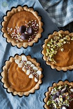 Vegan marzipan-apricot easter cakes / tartlets (gluten-free) Easter Cake Gluten Free, Gluten Free Cakes, Vegan Cheesecake, Vegan Cake, Apricot Tart, Easter Recipes, Easter Food, Easy Cake Decorating, Marzipan