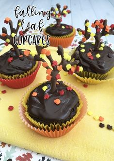 Fall Cupcakes- make these adorable falling leaf cupcakes for Fall or Halloween!