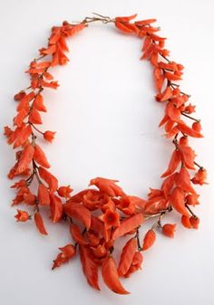 1810 Georgian Victorian Gold Carved Salmon Coral Floral Necklace, so unusual. I would love to wear this over a periwinkle blue cashmere twin set with a matching wool skirt. Victorian Jewelry, Antique Jewelry, Vintage Jewelry, Coral Jewelry, Fine Jewelry, Diamond Jewelry, Collar Floral, Collar Hippie, Floral Necklace