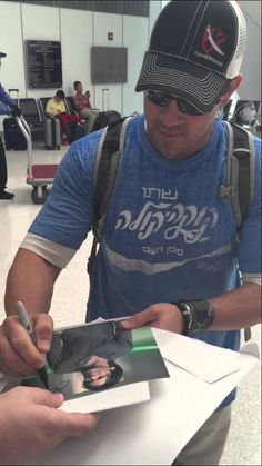 https://www.youtube.com/watch?v=fNhP304qMLM SMH getting him to sign pictures to sell on ebay.. Shame on them .. Christian Kane.. 5-24-2015