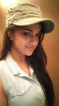 Keerthi Suresh Cute and Passionate facial Expressions will excite You-Trending Image Collection Tamil Actress Photos, Indian Film Actress, South Indian Actress, Indian Actresses, Actors & Actresses, Beautiful Heroine, Most Beautiful Bollywood Actress, Beautiful Girl Indian, Indian Celebrities