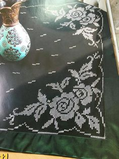 Cross Stitch Flowers, Hand Embroidery, Diy And Crafts, Elsa, Presents, Tapestry, Black And White, Karma, Salons