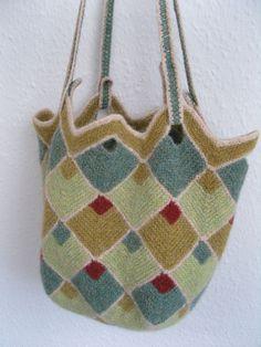 Ravelry: Bucket Bag pattern by Vivian Høxbro