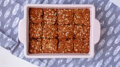 These delicious South African crunchies are vegan and can easily be made gluten-free. They have the perfect crunch and are easy to make with 8 ingredinets. South African Dishes, South African Recipes, Oven Chicken Recipes, Dutch Oven Recipes, Recipe With Golden Syrup, Salted Caramel Fudge, Salted Caramels, Crunchie Recipes, Vegan Biscuits