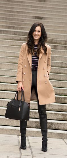 camel coat and striped top winter outfit How To Look Expensive, Expensive Clothes, Cute Winter Outfits, Fall Outfits, Work Outfits, Athleisure, New York Fashion Week 2018, Skinny Leather Pants, Runway Fashion
