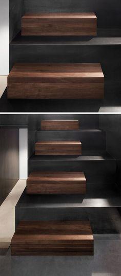 escalier intérieur original en bois massif foncé et acier avec 2 tailles des marches
