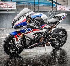 Bike Bmw, Motorcycle Dirt Bike, Moto Bike, Bmw Motorcycles, Motorcycle Design, Diavel Ducati, Bmw S1000rr, Bobber, Motogp Valentino Rossi