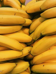 Top 10 Superfoods for Weight Loss {10 Recipes Included} Yellow Foods, Yellow Fruit, Banana Picture, Banana Facts, Cinnamon Banana Bread, Banana Fruit, Pineapple Fruit, Strawberry Fruit, Mango