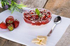 Reteta culinara Orez cu lapte si sos de capsuni din categoria Mancare copii. Specific Romania. Cum sa faci Orez cu lapte si sos de capsuni