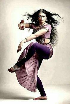 Shobana, actor and Bharatanatyam dancer Dance Paintings, Indian Art Paintings, Yoga Studio Design, Folk Dance, Dance Art, Yoga Inspiration, Bollywood, Indian Classical Dance, India Art