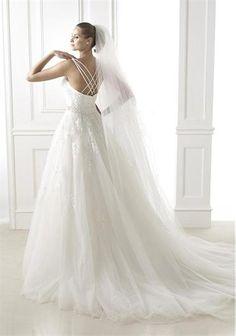 Pronovias Branca 10UK Off White | McElhinneys Bridal Rooms